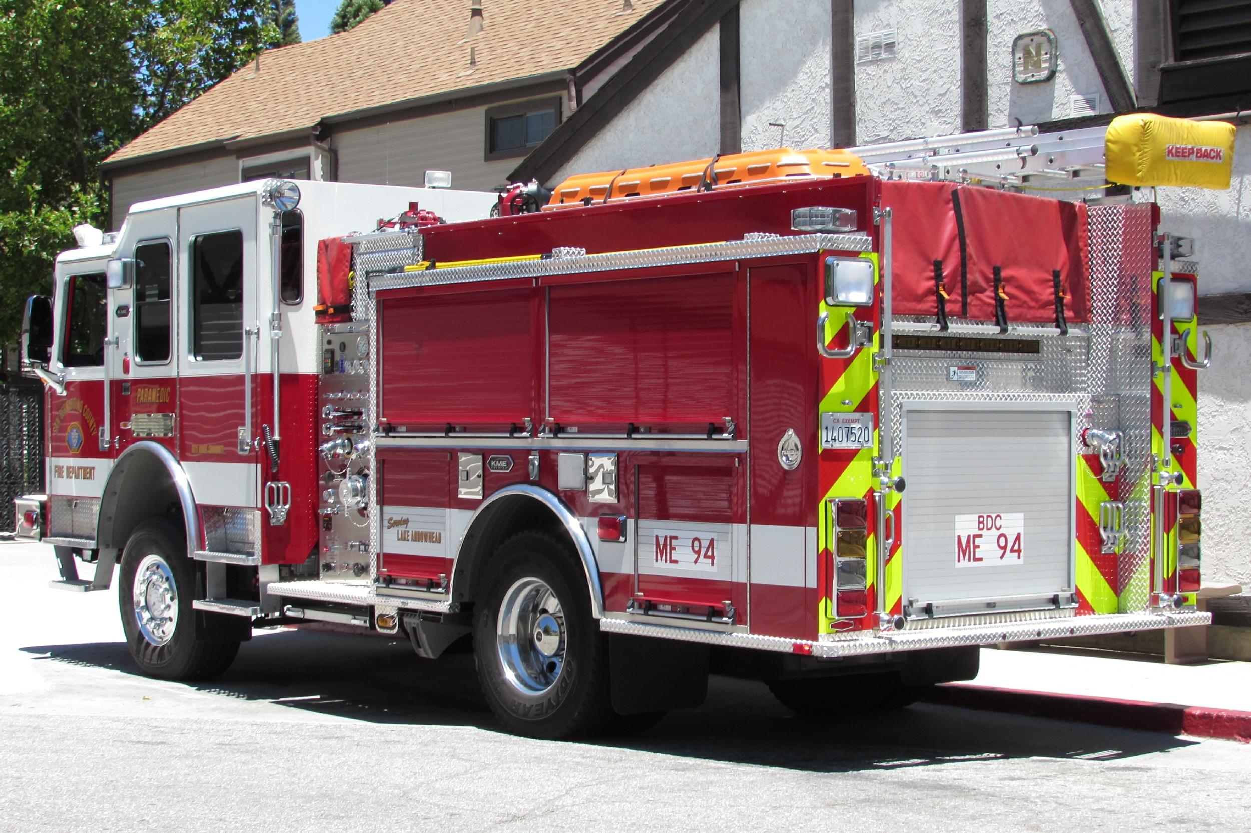 CA, San Bernardino County Fire Department Engine